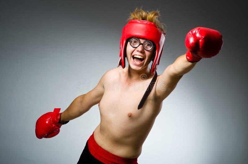Boxeador divertido contra imagen de archivo libre de regalías