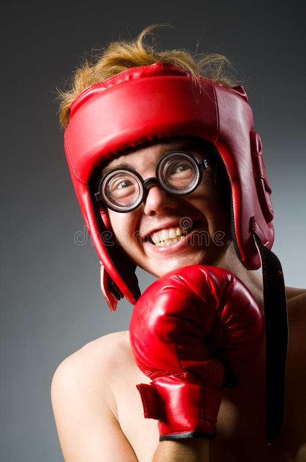 Boxeador divertido contra imagenes de archivo