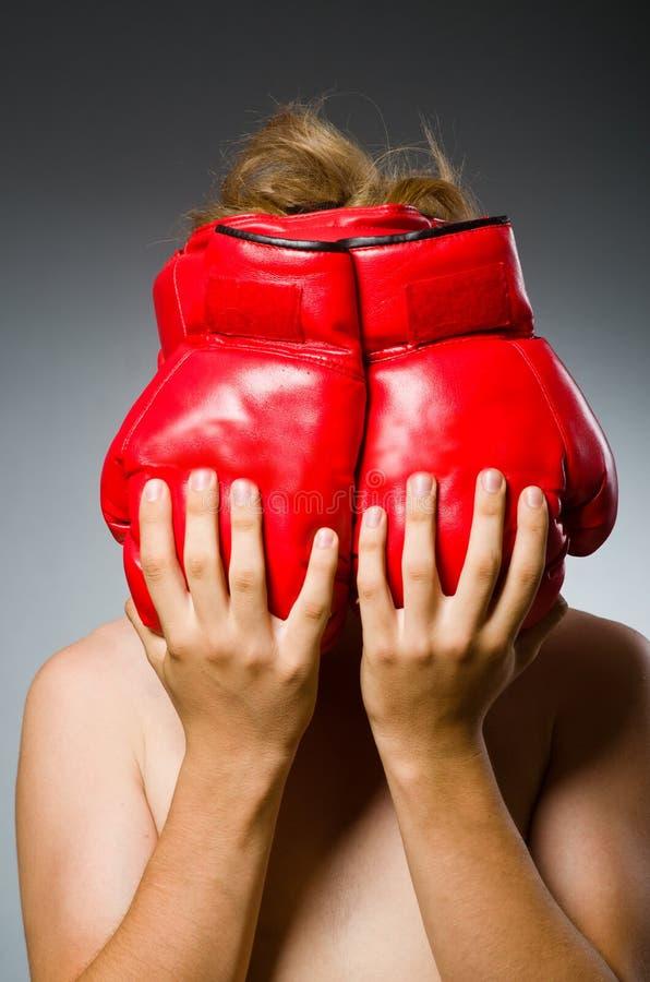 Boxeador divertido contra fotografía de archivo libre de regalías