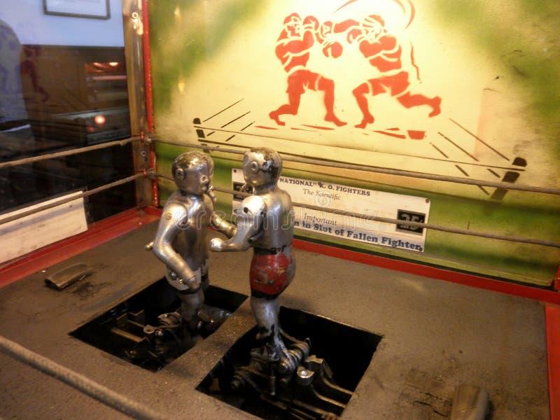 Boxeadores mecánicos Arcade Game fotos de archivo libres de regalías