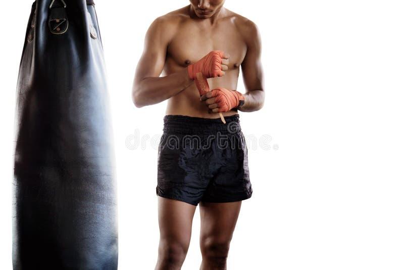 Boxeadores tailandeses en el fondo blanco imagen de archivo