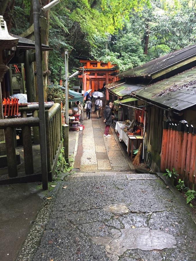 Boxen langs de route van het heiligdom van Fushimi Inari in zuidelijk Kyoto, Japan stock afbeelding
