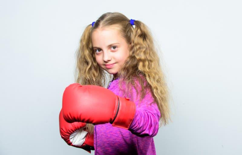 Boxender Sport für Frau Fähigkeit des erfolgreichen Führers Sport-Erziehung Nettes Kind des Mädchens mit den roten Handschuhen, d stockfoto