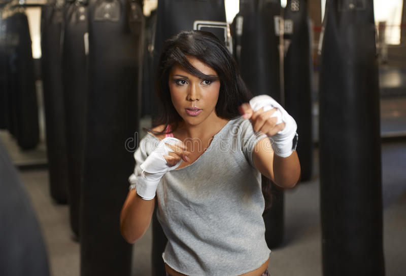 Boxeo de la belleza de Latina foto de archivo