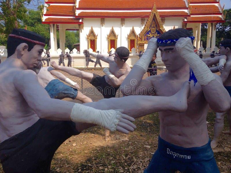 Download Boxeo tailandés foto editorial. Imagen de estatua, templo - 64207441