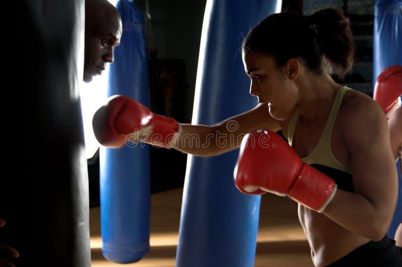 Boxeur en gymnastique photographie stock