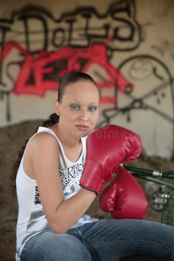 boxningstadskvinna royaltyfria foton