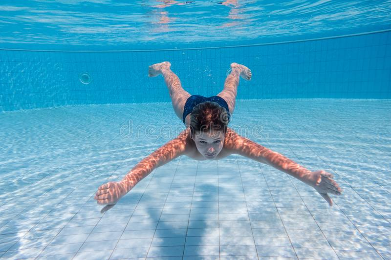 Boy dive in swimming pool royalty free stock photography