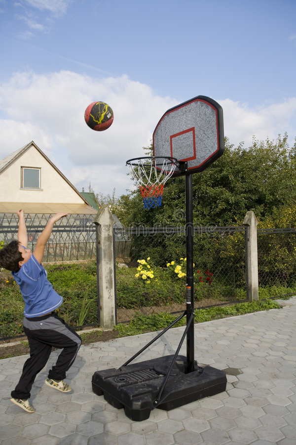 Free Boy Game Of Basketball Stock Images - 1304584