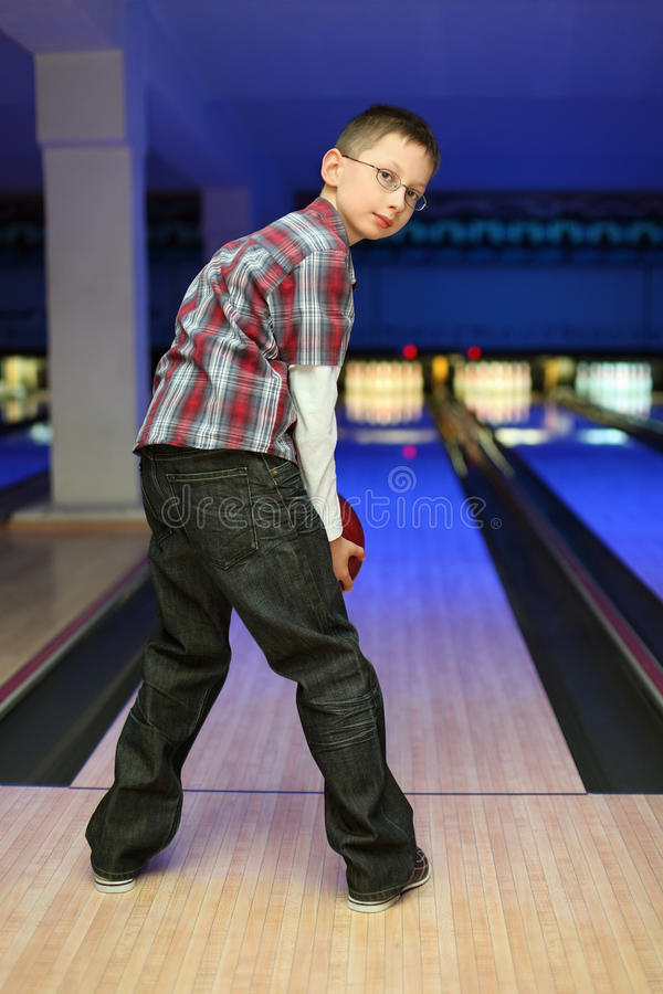 Boy qualify to throw ball for bowling stock image