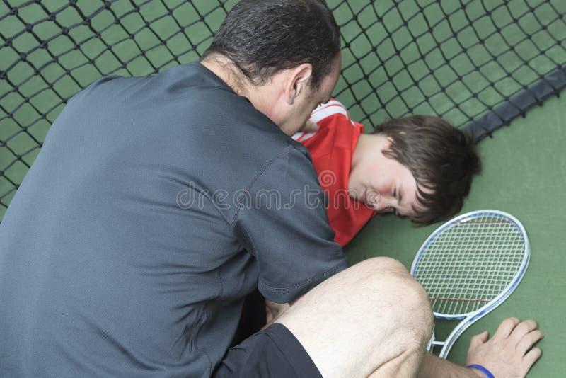 Boy tennis player who having a injury royalty free stock photos