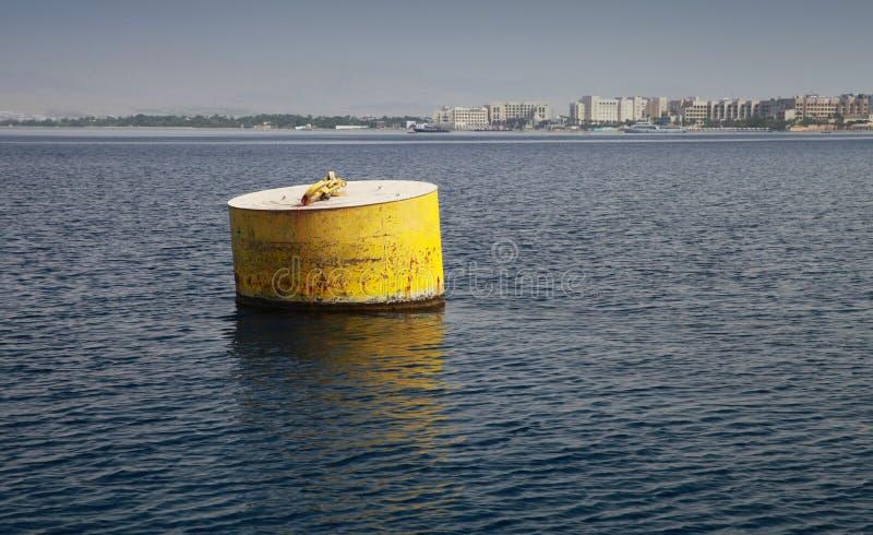 Boya de amarre amarilla estándar fotos de archivo