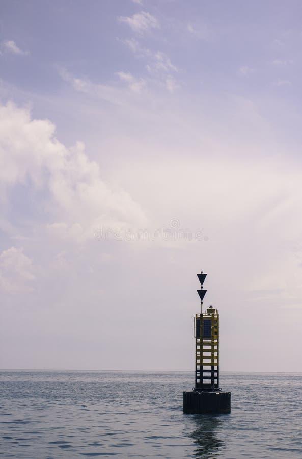 Boya en el mar fotografía de archivo