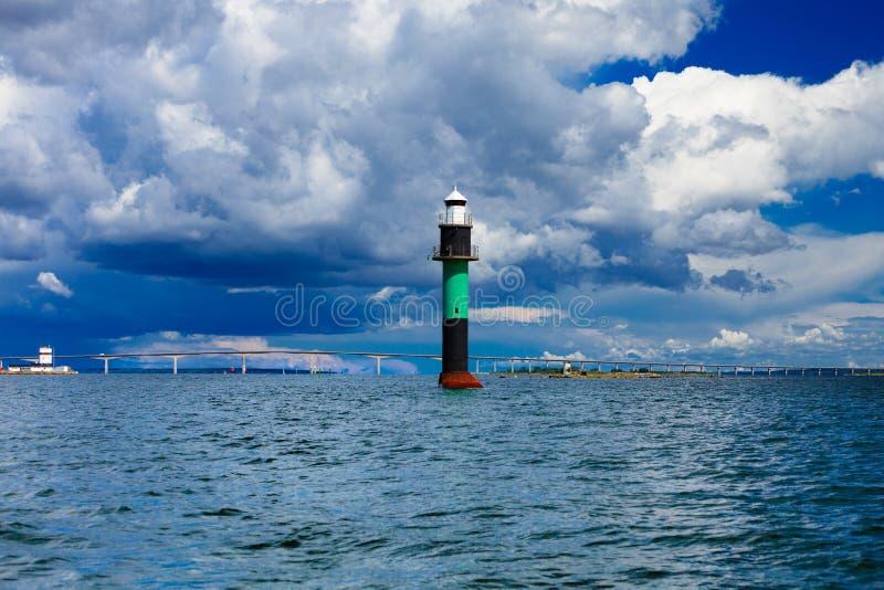 Boya. Oresundsbron. Mar Báltico de Dinamarca Suecia del vínculo del puente de Oresund. fotos de archivo libres de regalías