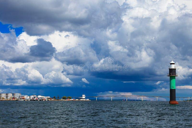 Boya. Oresundsbron. Mar Báltico de Dinamarca Suecia del vínculo del puente de Oresund. imagen de archivo libre de regalías