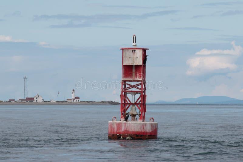 Boya roja con el contexto de Wilson Lighthouse del punto fotos de archivo libres de regalías