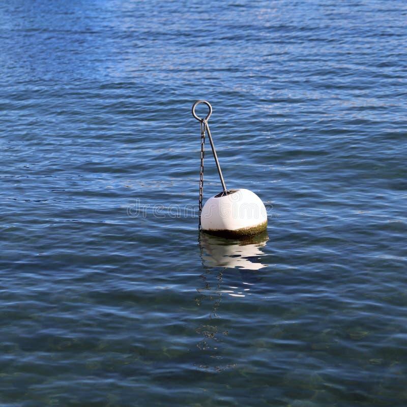 Boyas en un agua del lago en Nyon, Suiza fotografía de archivo