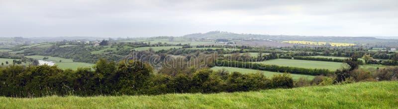 boyne knowth κοντά στην κοιλάδα ποταμών πανοράματος στοκ εικόνες
