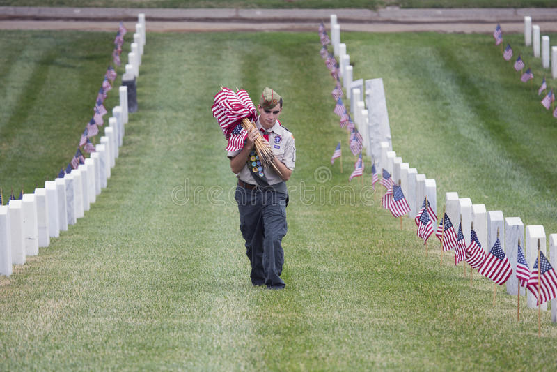 Boyscout安置之一85,在2014阵亡将士纪念日事件的000面美国旗子,洛杉矶国家公墓,加利福尼亚,美国 图库摄影