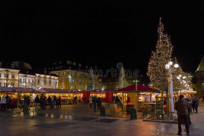 Bozano Weihnachtsmarkt am Abend, Trentino Alto Adige, Norditalien stockbilder