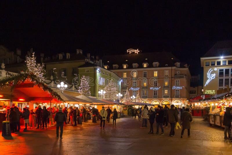 Bozano Weihnachtsmarkt am Abend, Trentino Alto Adige, Norditalien stockfotografie