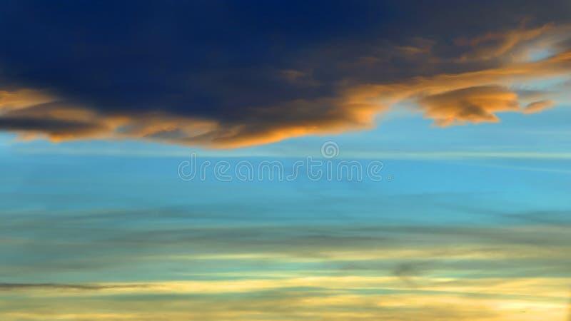 Boze Dark en het Licht van de Zonsondergang stock afbeeldingen