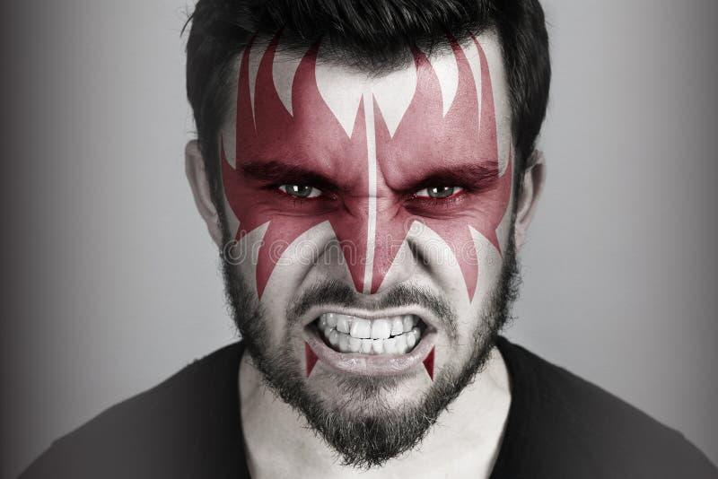 Boze mens die een rood masker dragen royalty-vrije stock afbeeldingen