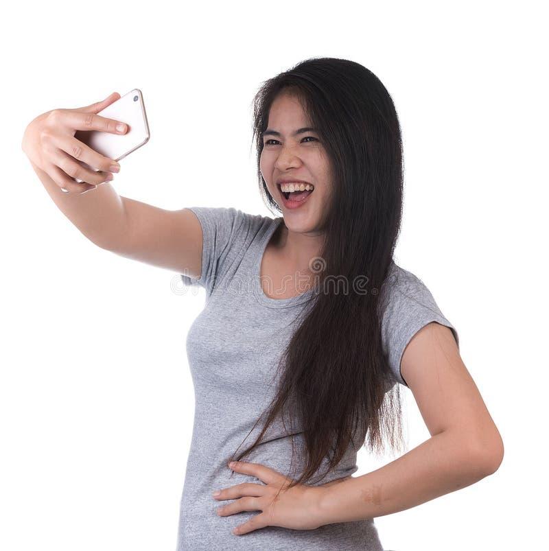 Boze vrouw die cellphone gebruiken royalty-vrije stock afbeelding