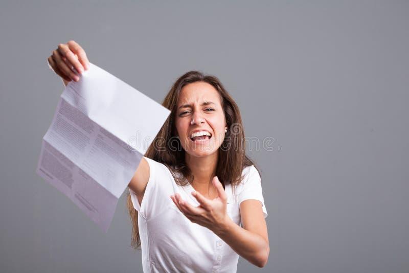 Boze vrouw wegens zeer slecht nieuws stock foto