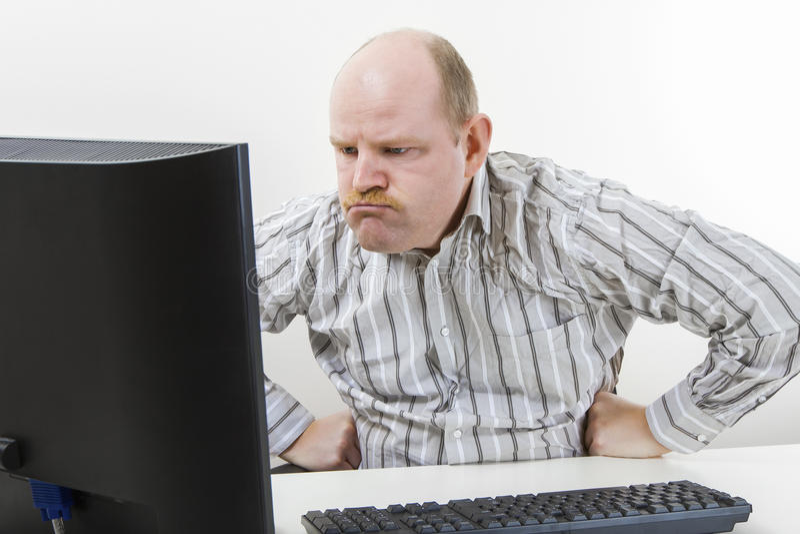 Boze Zakenman Looking At Computer in Bureau royalty-vrije stock fotografie