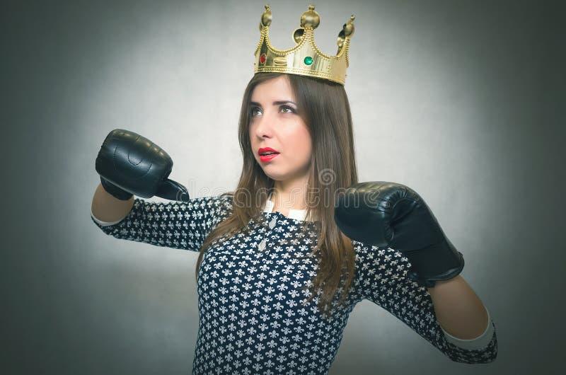 Boze zekere vrouw Vrouwelijke rivaliteit Bazig meisje royalty-vrije stock afbeeldingen