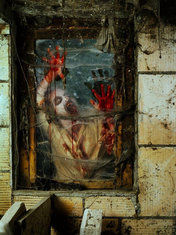 Boze zombie bij het venster royalty-vrije stock foto