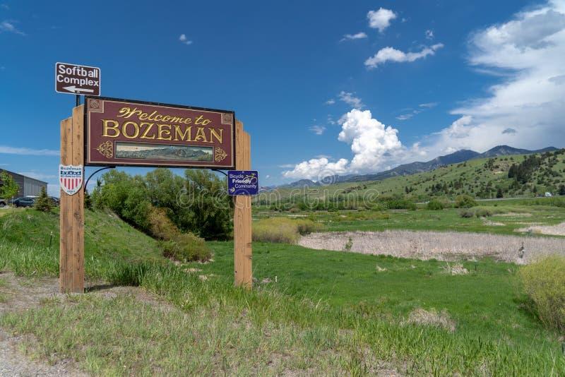 BOZEMAN, MT :标志欢迎访客到镇 晴朗的日 免版税图库摄影