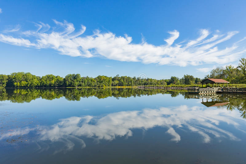 Bräcklig reflexion Warrenton Virginia för sjö arkivfoto