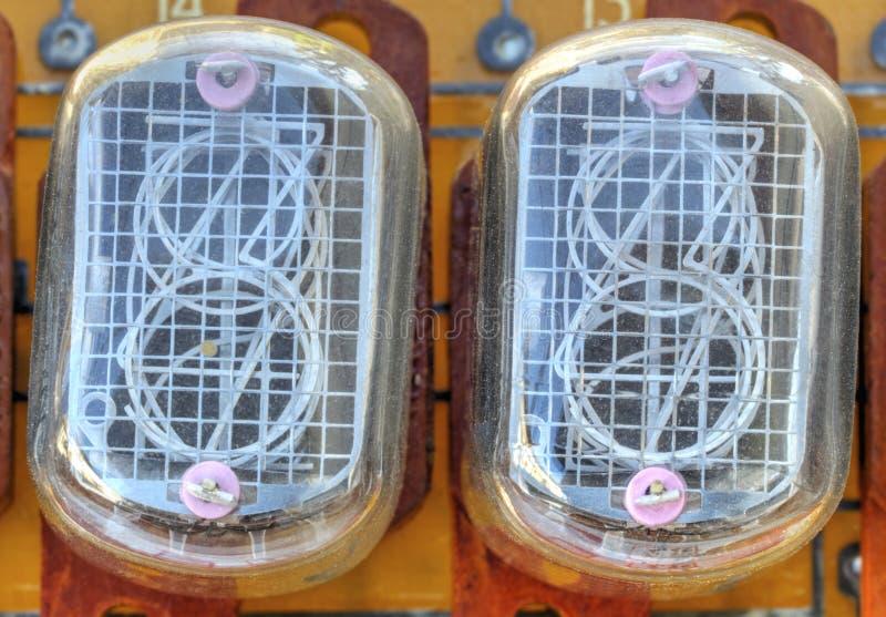 Bräde för elektronisk strömkrets med indikatorrör för gammal stil arkivbild