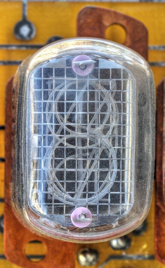 Bräde för elektronisk strömkrets med indikatorröret för gammal stil royaltyfri bild
