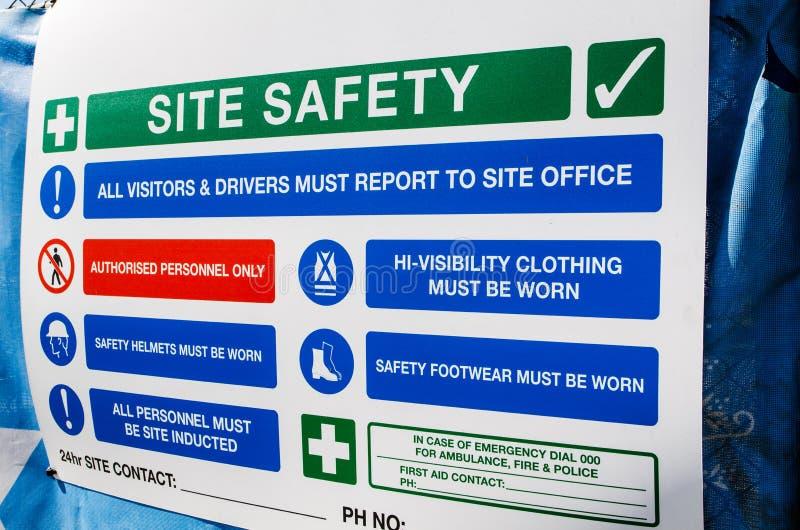 Bräde för information om platssäkerhet för en konstruktionsplats i Australien arkivfoton