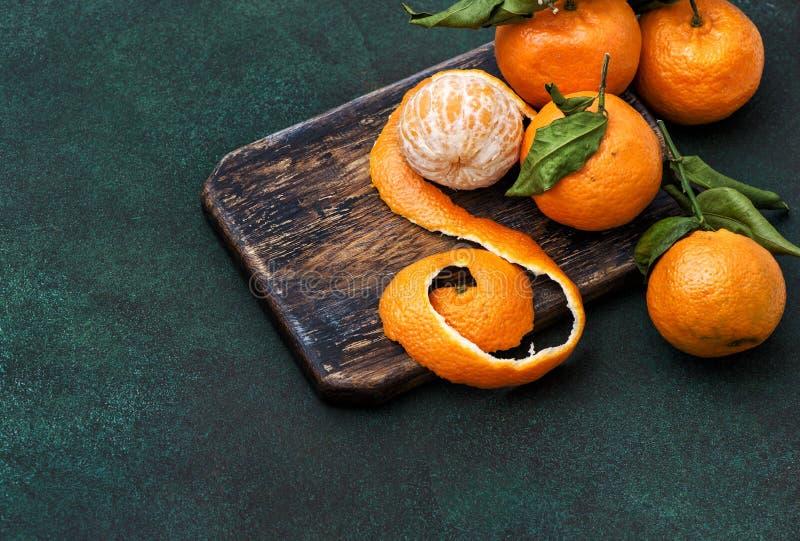 Bräde för kök för orange mandarine för tangerinfrukter lantligt royaltyfri fotografi