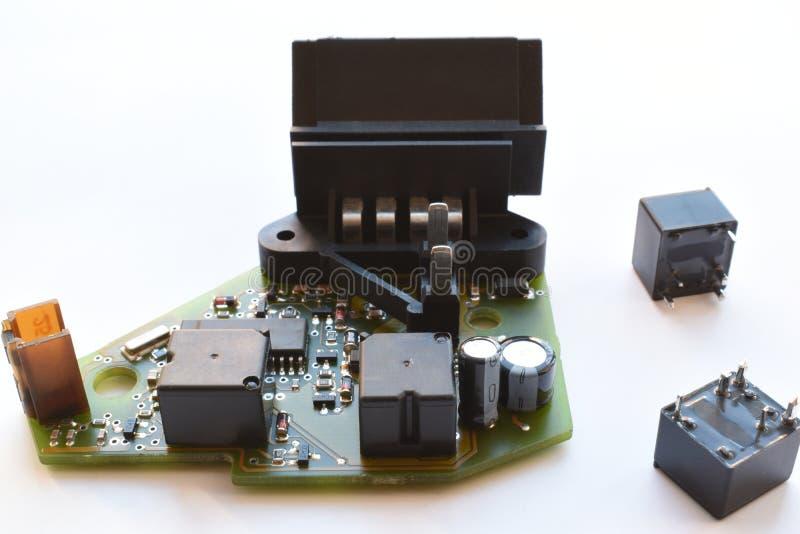 Bräde för utskrivaven strömkrets med radiodelar efter reparation royaltyfri foto
