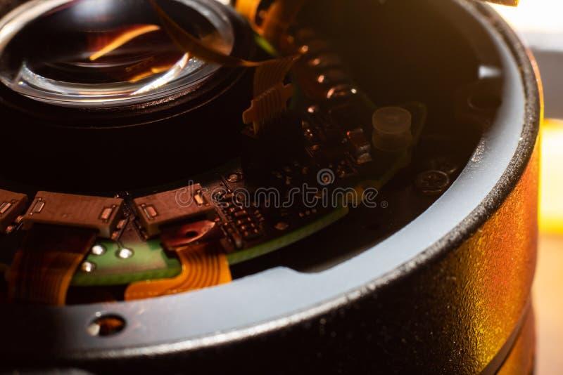 Bräde inom kameralinsen, slut för elektronisk del upp royaltyfri foto