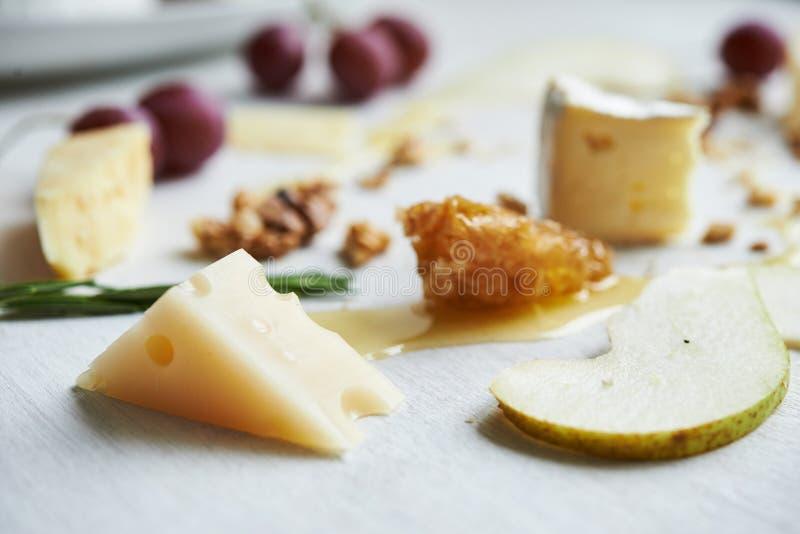 Bräde med ost royaltyfri bild