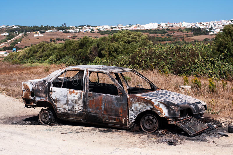 bränd bil ut arkivbilder