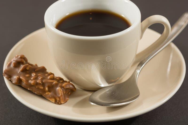 Bränd mandel och kaffe arkivbilder