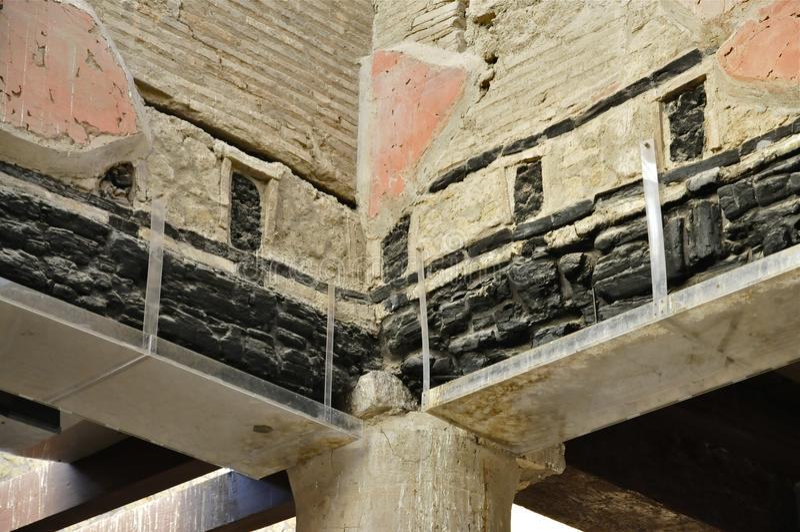 Bränd till kol Wood stråle i Herculaneum royaltyfri foto