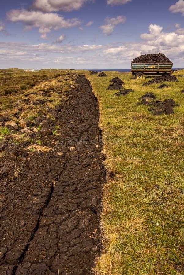 Bränd torv från den skotska lyftta myren i Storbritannien arkivbild