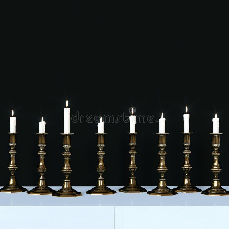 Brännande stearinljus i guld- ljusstakar för en tappning 3d framför vektor illustrationer