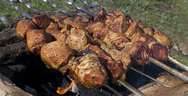 bränner till kol meat arkivbild