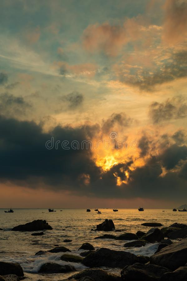 Brännhet morgonhorisont Vietnan fotografering för bildbyråer
