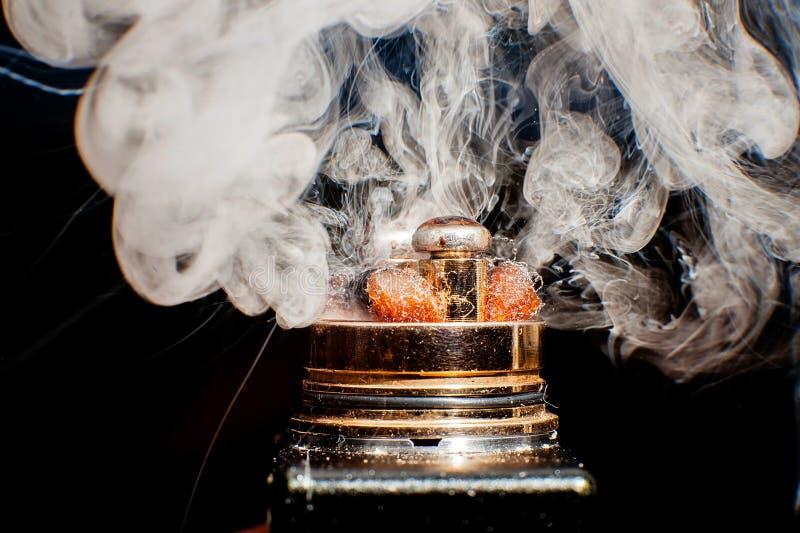 Bränningen av den elektriska cigaretten arkivbilder