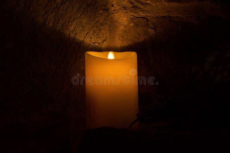 Bränningen vaxar stearinljuset royaltyfri bild